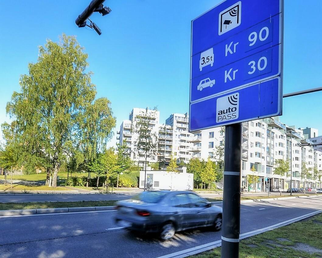 Den langsiktige trenden med nedgang i andel diesel- og bensinbiler og økning i andelen elbiler fortsetter i desember. Her fra Sørkedalsveien i Oslo. Foto: Statens Vegvesen
