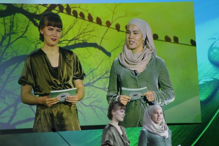 Gina Gylver og Iman Meskini ledet hele seremonien der Oslo tok over som miljøby. Foto: André Kjernsli
