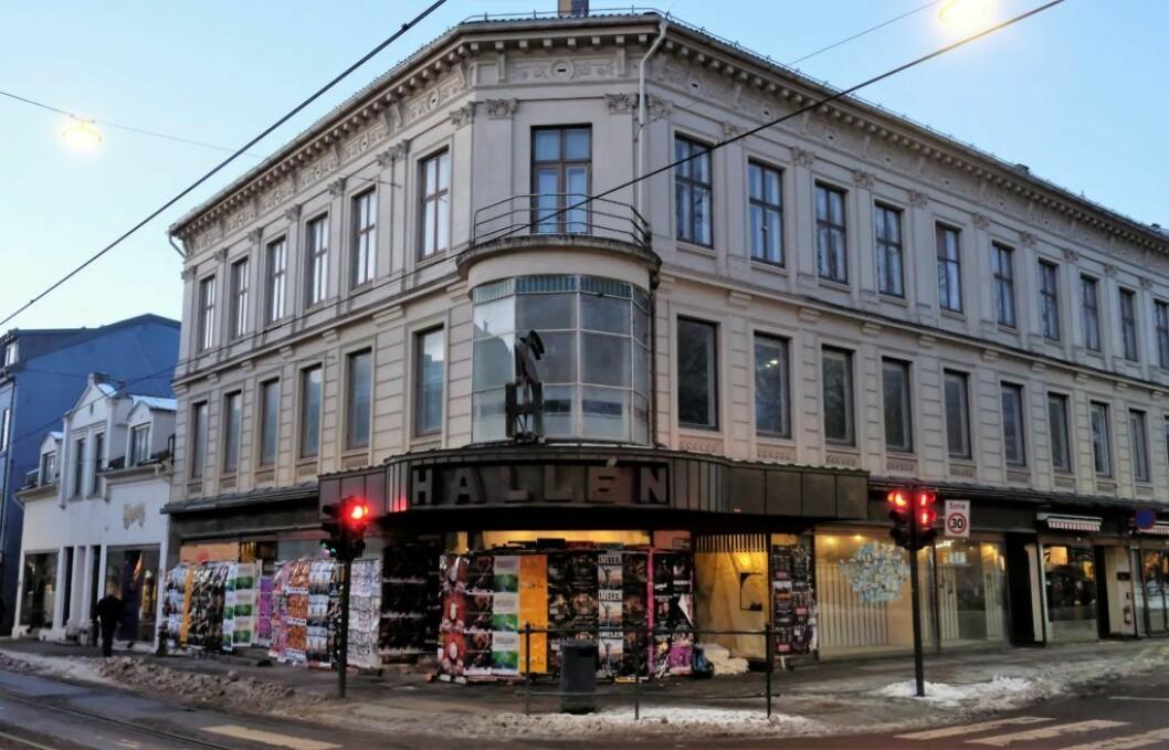 Siden 2004 har den verneverdige Halléngården på Olaf Ryes plass stått tom og forfalt. Foto: Christian Boger
