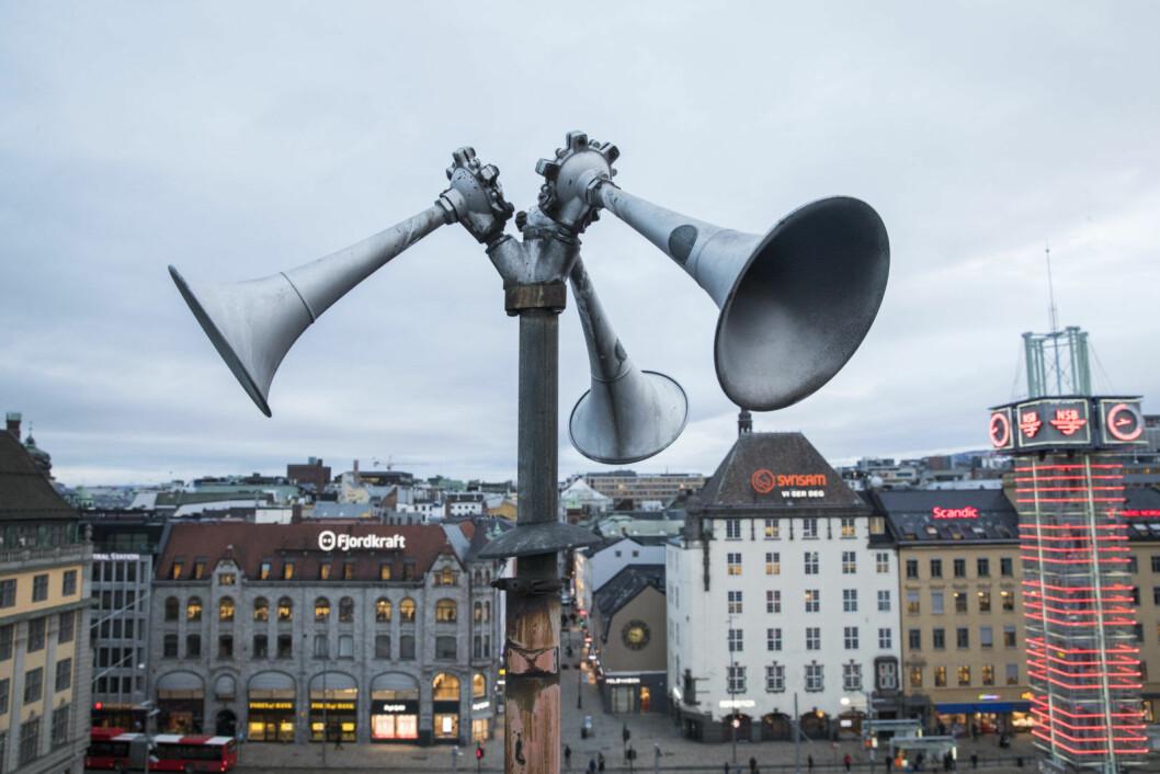 En tyfon, på folkemunne kalt flyalarm, på taket av Østbanehallen i Oslo. I fredstid tester Sivilforsvaret alle landets tyfoner to ganger i året, klokken 12 den andre onsdagen i januar og juni. Foto: Håkon Mosvold Larsen / NTB scanpix