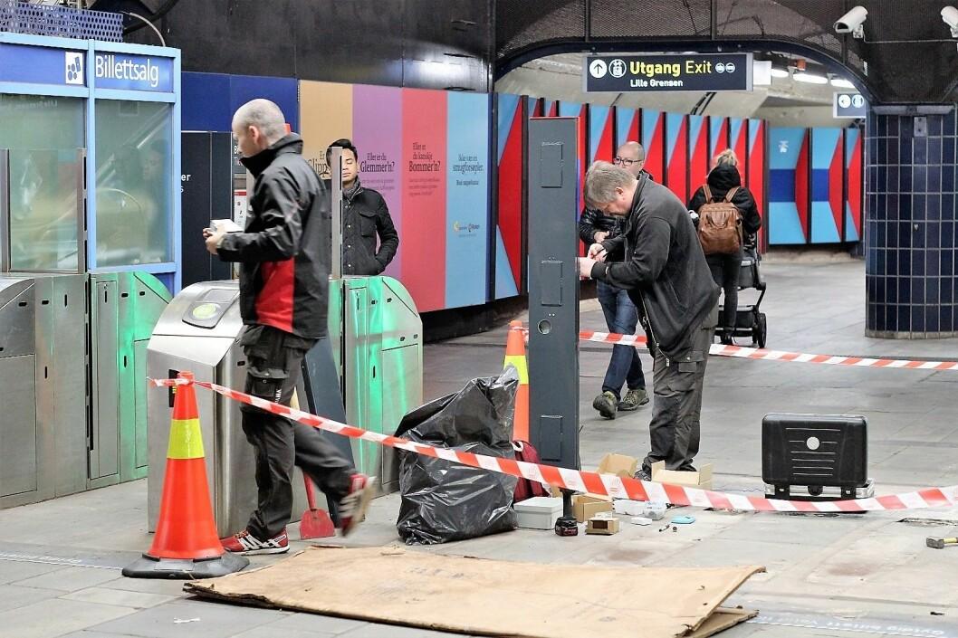 I disse dager nedmonteres Flexus-systemet for godt. Her ved Stortinget T-banestasjon. Foto: André Kjernsli