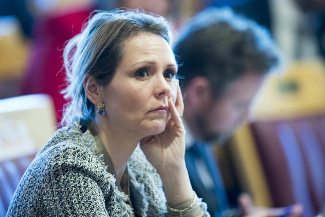 Forbrukerminister Linda Hofstad Helleland (H) sier hun forstår at flyttingen er dramatisk for de ansatte. Foto: Terje Pedersen / NTB scanpix