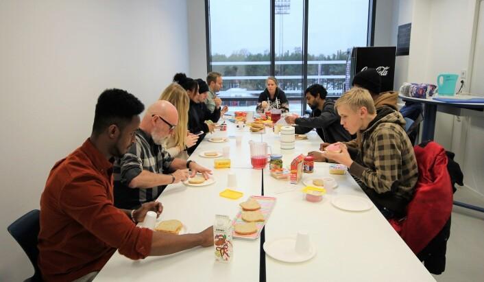 Hyggelig med felles lunsj hos Jobbsjansen. Foto: André Kjernsli
