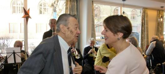 Eldrebyråd Tone Tellevik Dahl fikk seg en svingom da Frogner Seniorarena åpnet til gla`jazz-toner