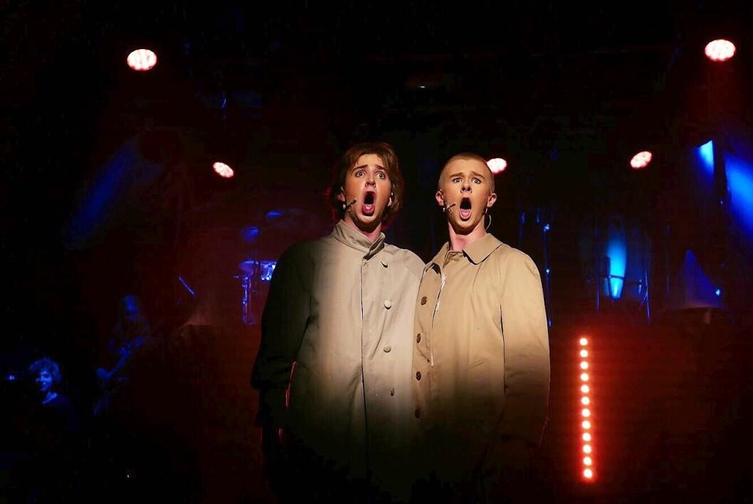 Pompel og Pilt-paret Mikkel Moen og Syver Myhrvold i en rørende musikal. Foto: Emily Mikkelsen Jatta