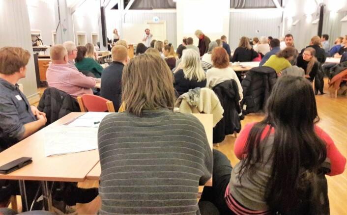 Leo Rygnestad i Områdeløftet Grønland Tøyen ønsker velkommen til møtet om Olafiagangen. Foto: Anders Høilund