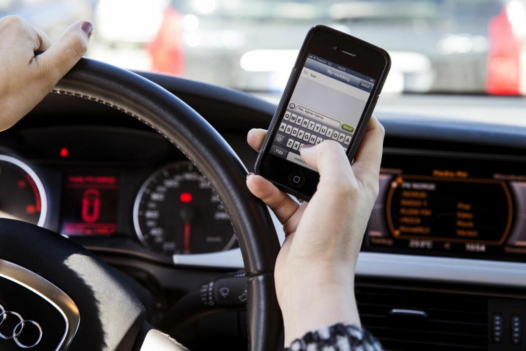 Oslopolitiet varsler hyppigere kontroller for å redusere bruk av mobil hos bilister. Foto: Erlend Aas / NTB scanpix