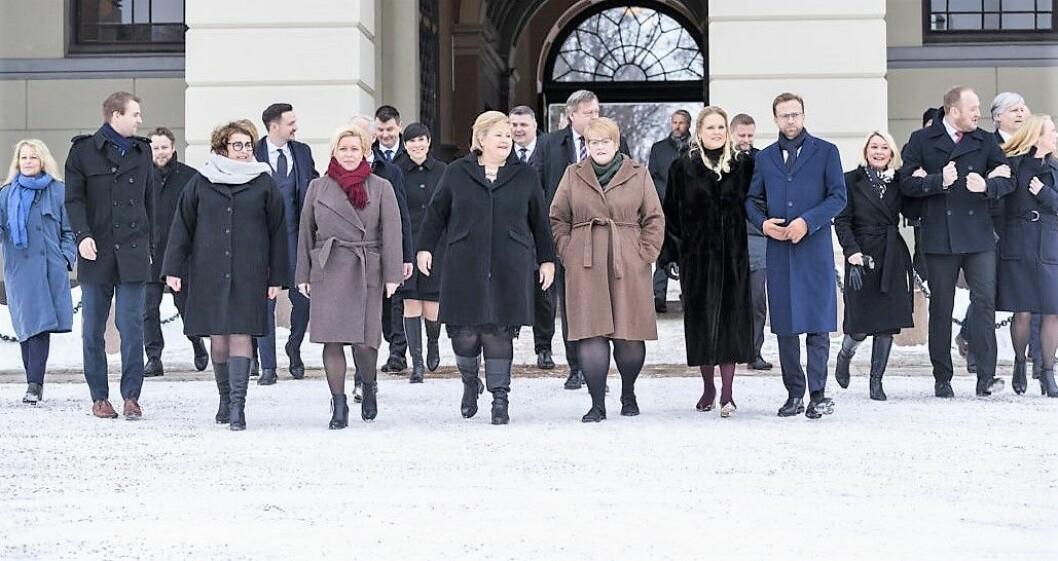Hvite og etnisk norske vandret den nye flertallsregjeringen ut på Slottsbakken fra statsråd i en by der hver tredje innbygger har minoritetsbakgrunn. Foto: Heiko Junge / NTB scanpix