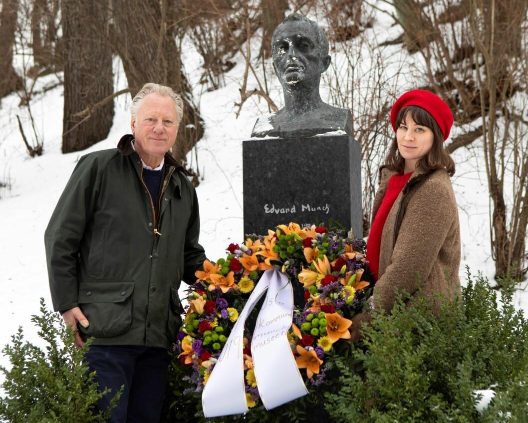 Munchmuseet, ved Stein Olav Henrichsen, og kulturbyråd Rina Mariann Hansen markerte i dag at det er 75 år siden Edvard Munch sovnet stille inn. Foto: Ove Kvavik / Munchmuseet