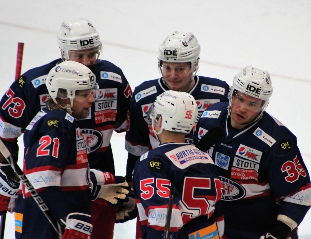 Martin Laumann Ylven (til høyre) scoret to og ble Engas bestemann i kveld. Foto: Andrè Kjernsli