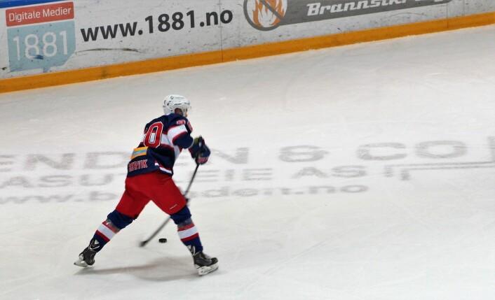 Daniel Sørvik får sin første nettkjenning i VIF-drakta etter returen fra Tsjekkia. Foto: Andrè Kjernsli