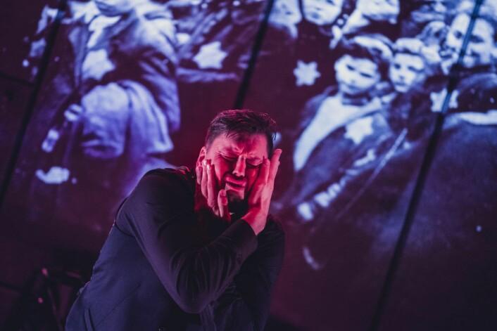 Ronny Patrick Jacobsen gjør en sterk rolle som døve Hans. Foto: Dag Jenssen