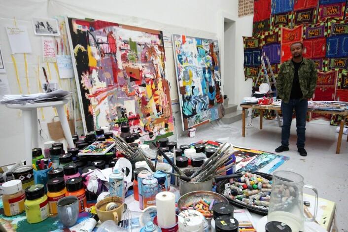 Wendimagegn Belete maler med mange og sterke farger på store lerreter. Foto: André Kjernsli