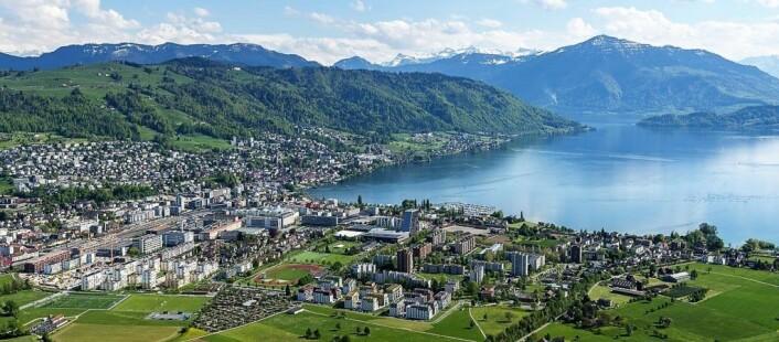Dan Remy Tangnes' nye hjemby ligger idyllisk til nord-øst i Sveits. Foto: Canton Zug