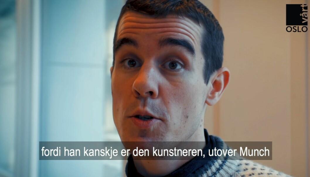 Kristian Schrøder snakker om Per Krohg. Skjermbilde fra video av Thor Langfeldt