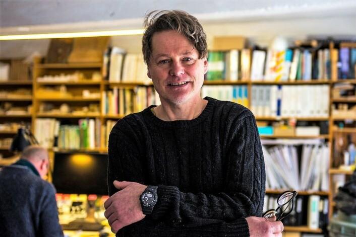 Arkitekt Bjørn Tandberg arbeider i Maridalsveien 3. At Oslo trenger kultur, og kulturarbeidere, er han tydelig på. Foto: Morten Lauveng Jørgensen