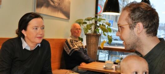 Nils (1) og pappa Anders møtte på kafésamtale med St. Hanshaugens BU-leder Anne Christine Kroepelien