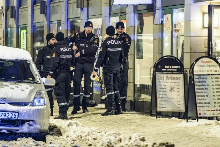 Politiet pågrep de to siktede tenåringene kort tid etter at de fikk melding om knivstkking i Motzfeldts gate tirsdag kveld. Foto: Heiko Junge / NTB scanpix