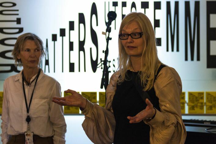Landskapsarkitekt Jenny B. Osuldsen (t.h) ønsker velkommen til jubileumsutstillingen sammen med Nasjonalmuseets Elise Lund. Foto: Morten Lauveng Jørgensen