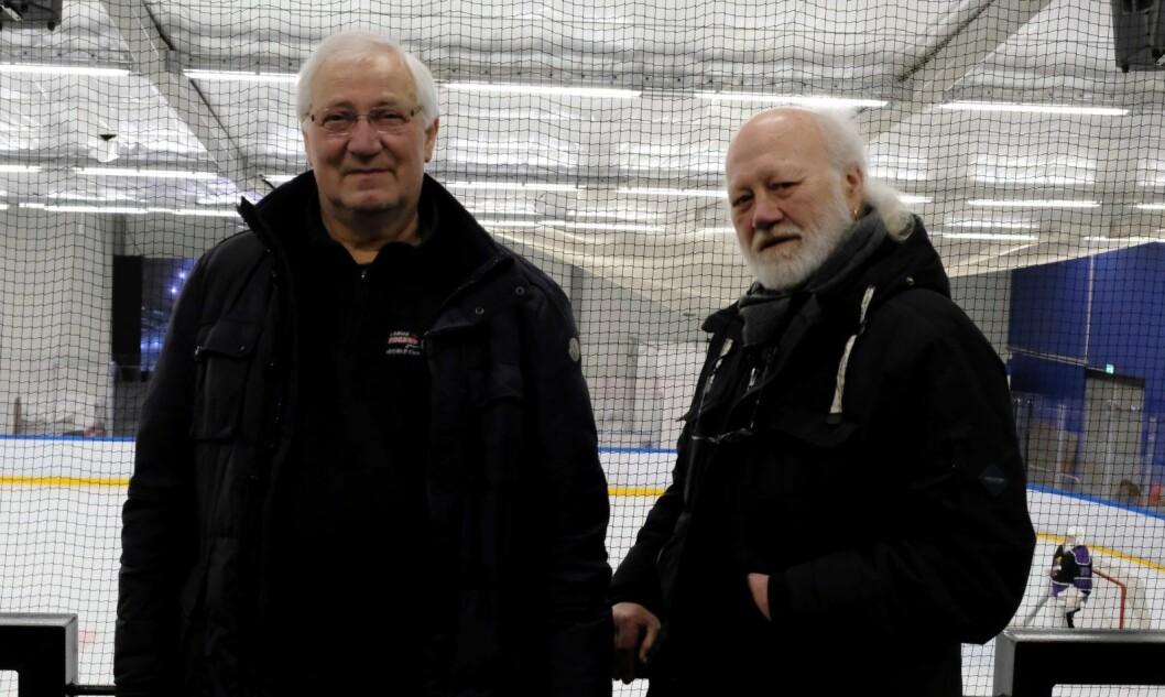 Tidligere toppspiller Kjell Syvertsen (t.v) og tidligere klubbformann Vegard Holm er svært fornøyde med at Grüner hockey kan rykke opp til Get-ligaen neste sesong. Foto: Christian Boger