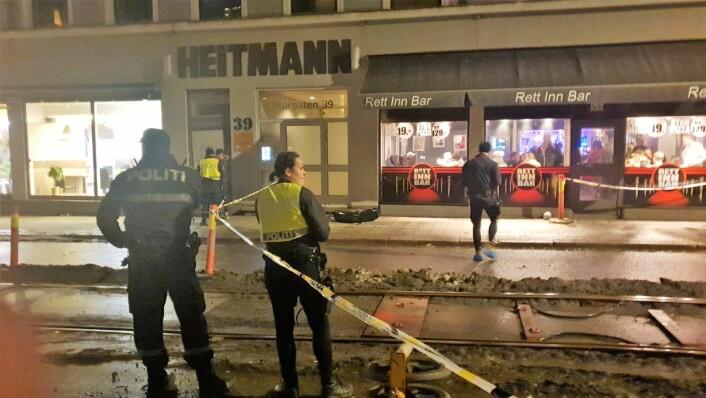 """Knivstikkingen skjedde i Storgata 39, og politiet leter etter to ukjente menn som løp vekk fra utestedet """"Rett inn bar"""". Den ene personen antas å være gjerningsmannen. Foto: Odd Arve Grytebust / tips@vartoslo.no"""