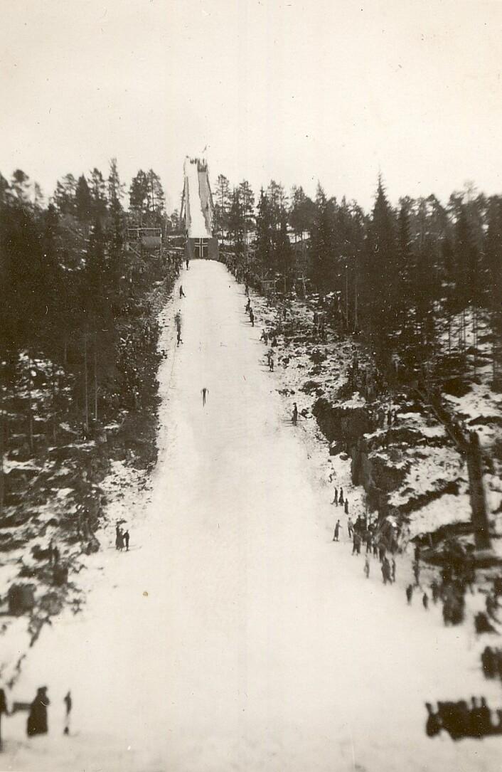 Bjartbakken var et staselig hoppanlegg i sin tid. Foto: Østensjø historielag