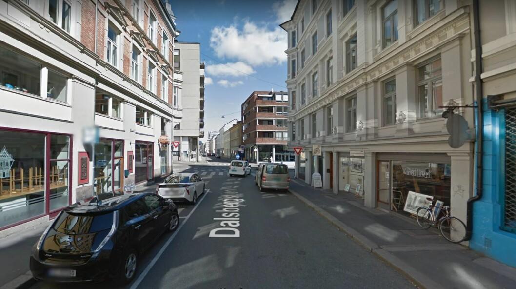 Det var her i Dalsbergstien to menn ranet en person med luftpistol. Foto: Google maps