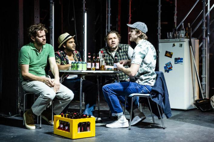 Andreas Stoltenberg Granerud, Thomas Bipin Olsen, Nils Jørgen Kaalstad og Kim Helge Strømmen rundt pokerbordet. Foto: Gisle Bjørneby