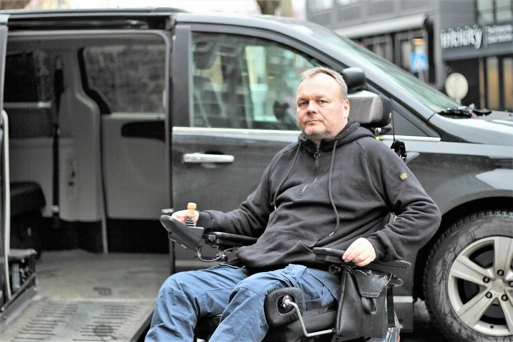 � Parkeringen ved Ullevål er fra før dårlig. Når handikapp-parkering brukes som snødeponi blir det helt håpløst, sier Ørjan Andersen Grut. Foto: André Kjernsli