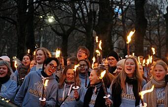 I år feirer Kattateateret 150 år. Elevene ved Oslo Katedralskole feiret stykket med fakkeltog