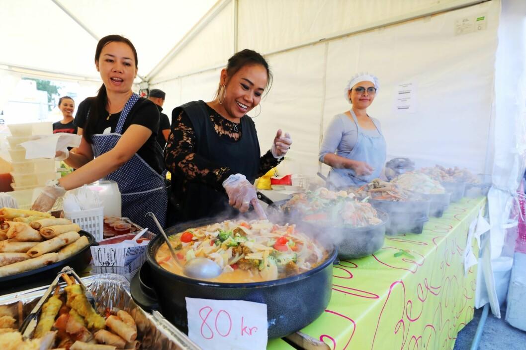 Under Melafestivalen på Rådhusplassen deler innvandrere til Norge av sin matkultur. Her en karrygryte. Foto: Ørn Borgen / NTB scanpix