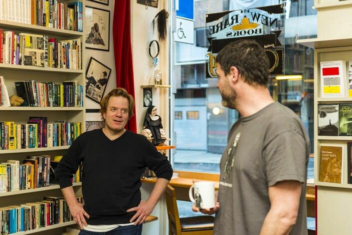 De to barndomsvennene er sammen om den unike bokhandelen. Andreas Cappelen til venstre. Foto: Morten Lauveng Jørgensen