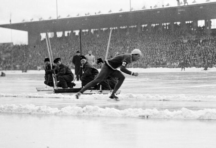 Gullmedaljevinner på 500 meter, Ken Henry fra USA, i aksjon i OL 1952 på Bislett. Foto NTB / Scanpix
