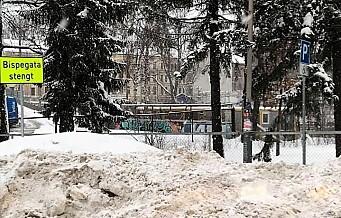 Snø dumpes på handikapp-parkering flere steder i byen. Men ingen brøyteselskaper er bøtelagt
