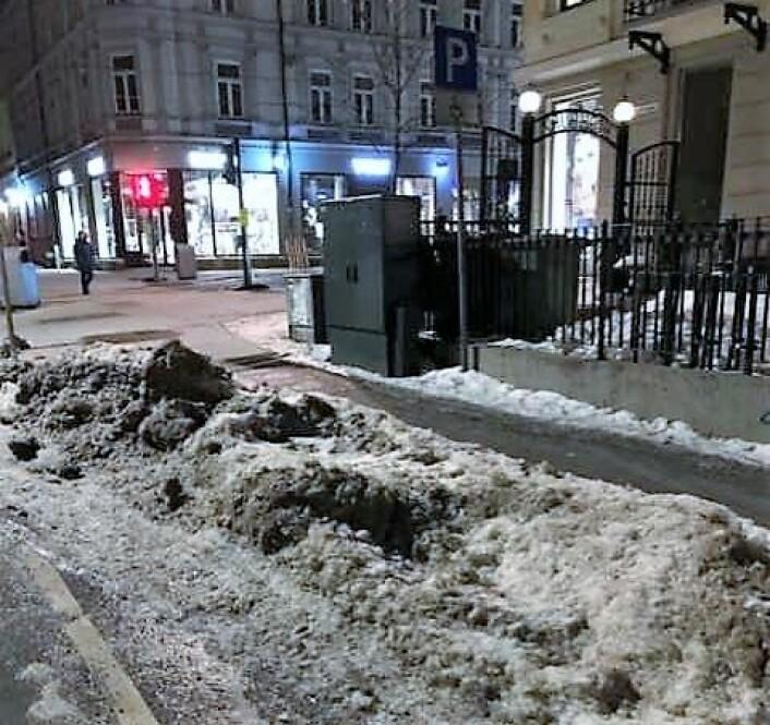Mellom Majorstukrysset og Valkyrien ligger handikapp-parkeringen med rester av snøhauger. Bildet er tatt sist uke. Foto: Ola Kvisgaard