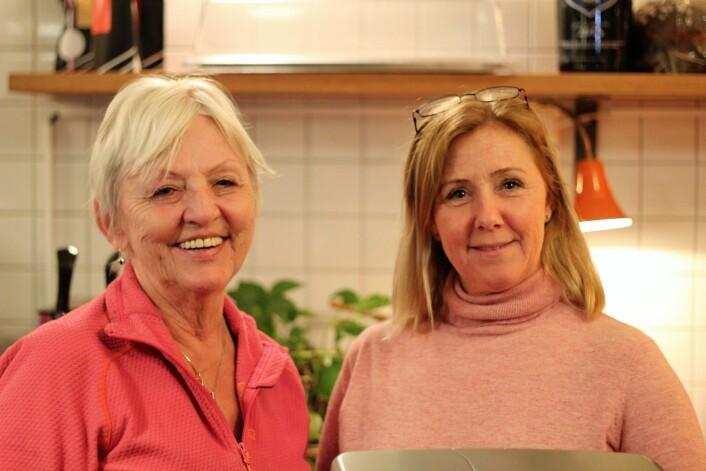 Vaffelbestemor Liv Marie Nygaard (t.v.) og Siv Thorkildsen. Foto: André Kjernsli