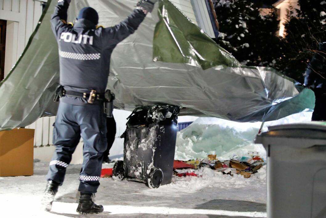 17. januar rykket ut politiet ut etter en mulig brannstiftelse ved huset til justisminister Tor Mikkel Wara (Frp). En søppelkasse på stedet var smeltet. Foto: Terje Pedersen / NTB scanpix