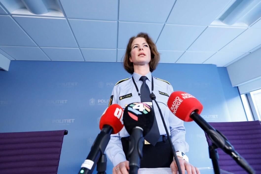 Anne Alræk Solem, seksjonsleder for etterforskning av alvorlige voldssaker ved Oslo politidistrikt under en pressebrief om et drap på Ellingsrud i Oslo onsdag. I følge politiet er en mann i 30-årene pågrepet for å ha drept sin mor. Foto: Gorm Kallestad / NTB scanpix