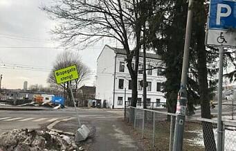 Lovet å rydde handikapp-parkering i Gamlebyen. Men en uke senere lå snøen der fortsatt