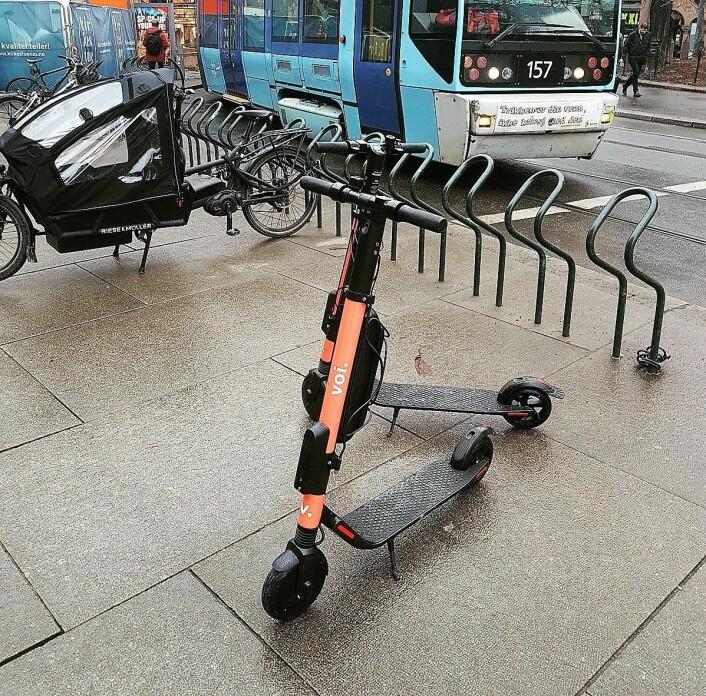 Vois elektriske sparkesykkel avbildet i Oslo sentrum. Foto: Eivind Trædal