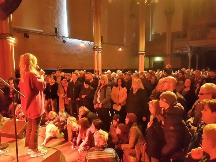 Marte Stokstad, mangeårig NRK-programleder, ledet store og små gjennom dagen i Kulturkirken Jakob under BRYLARM. Foto: André Kjernsli