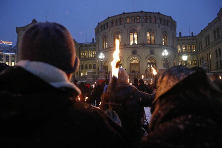 12. februar i år markerte alle de store fagforeningene støtte til fortsatt drift ved Ullevål sykehus. Fagforeningene marsjerte med fakler gjennom Oslo sentrum og endte opp utenfor Stortinget. Foto: Terje Bendiksby / NTB scanpix