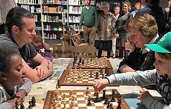 Sjakk-feber i bydel Gamle Oslo. Nå foreslår MDG sjakkpark på Klosterenga