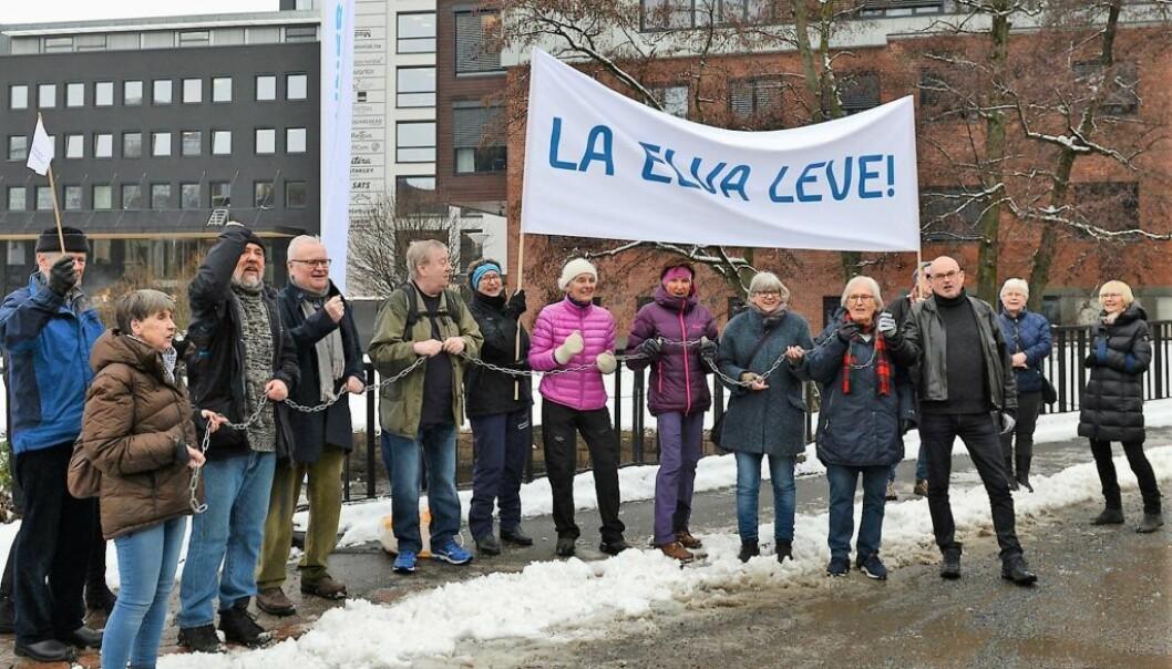 La elva leve er et velkjent parole bant annet fra Alta-aksjonen. Ropet lød taktfast over Gullhaug torg på torsdag.