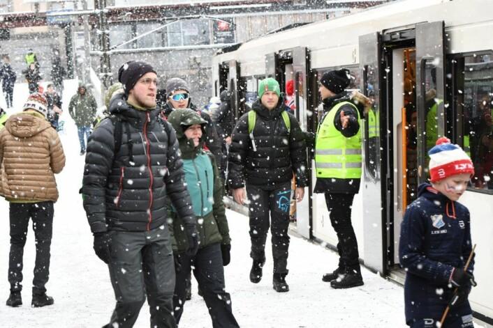 Det store folkehavet uteble og av- og påstigning til Holmenkollen gikk smertefritt på Majorstua t-banestasjon lørdag morgen. Foto: Christian Boger
