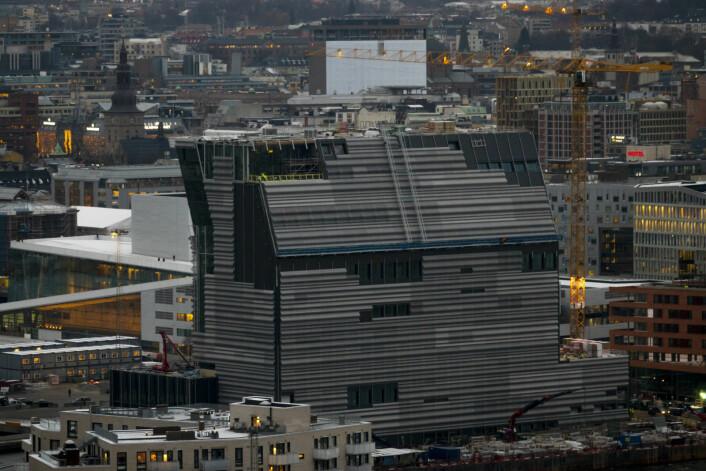 Bygging av Lambda museet - det nye Munch- museet bak Operaen i Bjørvika i Oslo sett fra Ekeberg restauranten i novemberkulda. Foto: Heiko Junge / NTB scanpix