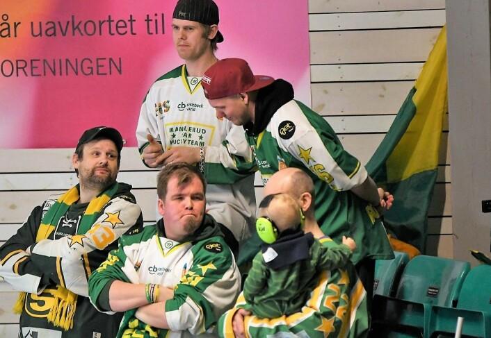 Fornøyde M/S-supportere kunne se hjemmelaget slå storebror Vålerenga 2-1 i den andre sluttspillkampen. Foto: Christian Boger