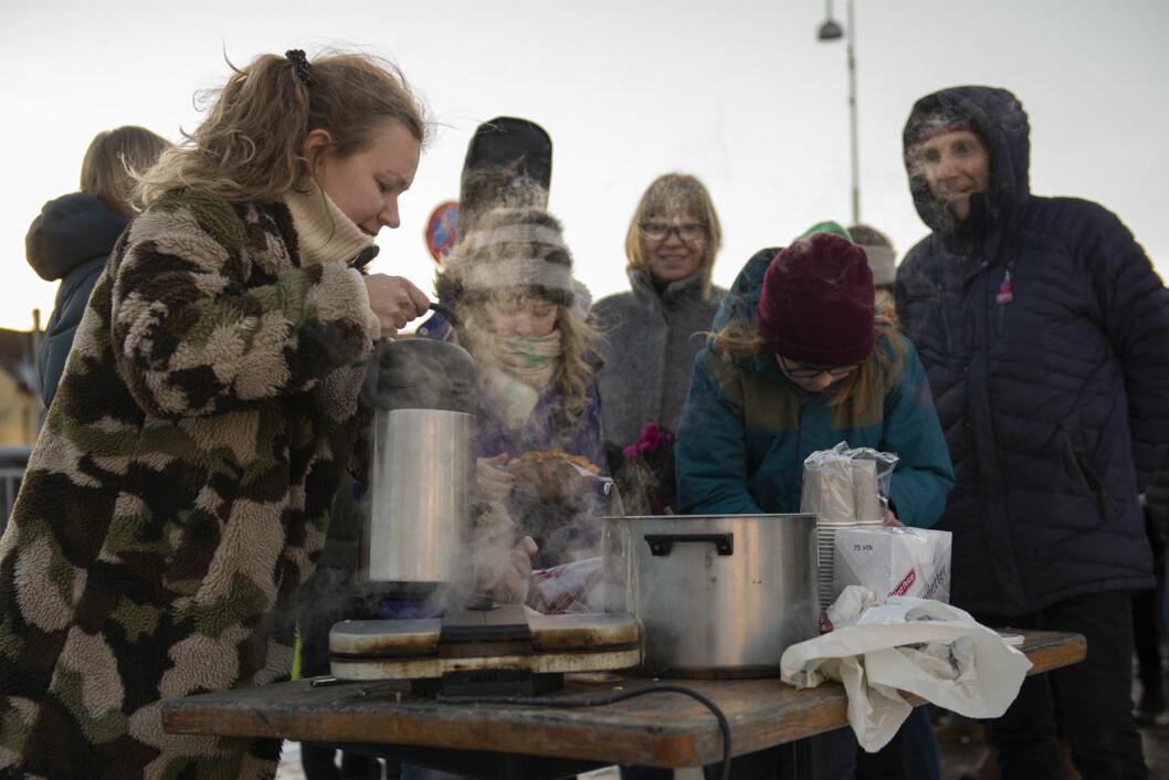 Kaffe og vaffelhungrige demonstranter. Foto: Morten Lauveng Jørgnsen