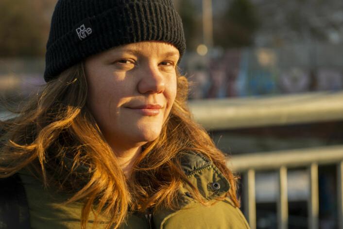 <strong>Sara Lydiksen,</strong> fra Kultur i Gamle Oslo (KiGO), hadde med seg et kor, som besto av elever fra Fyrstikkaleen- og Jordal ungdomsskoler. � Jeg stiller gjerne opp for å si fra at skoleveien må være trygg. Vi må ta vare på kidsa. Det er viktig, sier hun. Foto: Morten Lauveng Jørgensen