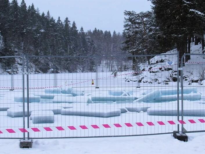Like ved det inngjerdede området på Lutvann er det satt opp store telt innenfor vernesonen i Østmarka. Foto: Steinar Saghaug